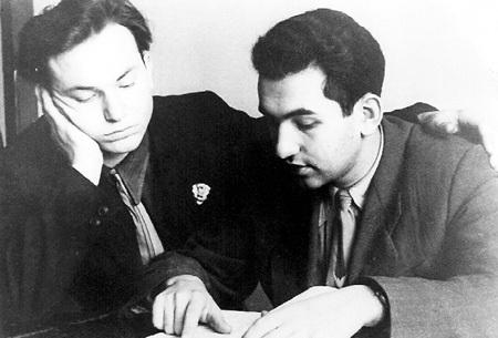 Юрий ЛУЖКОВ (слева) в Московском химико-технологическом институте был прилежным студентом