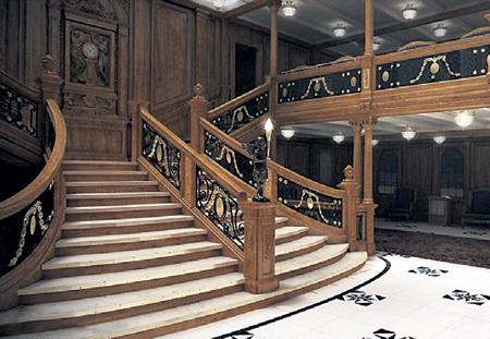 Эта лестница лайнера стала знаменитой после блокбастера Джеймса КЭМЕРОНА с Лео ДИКАПРИО и Кейт УИНСЛЕТ