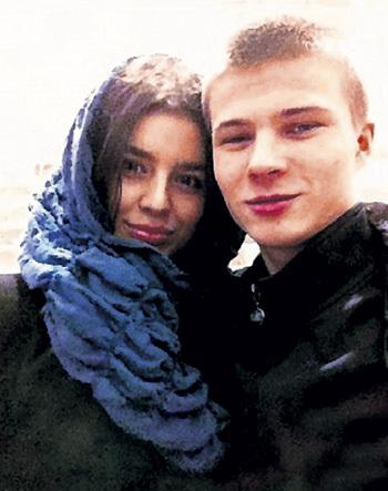 Бойфренд Эли - Гоша почему-то не поехал болеть за неё в Москву. Фото: vk.com