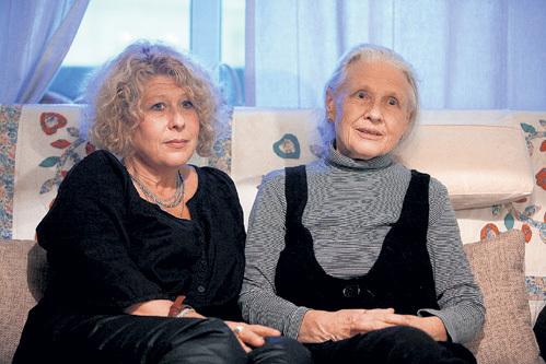 Дочь певицы и композитора Наталья ПАХОМЕНКО сделала себе пиар и заработала денег на страшной болезни Марии Леонидовны