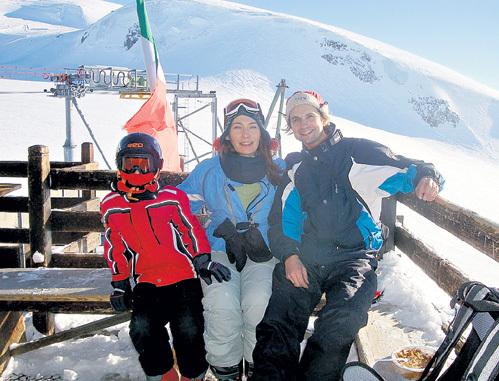 Минувшие новогодние каникулы Лада с сыном Климентием и мужем Владимиром провела на горнолыжном курорте в Швейцарии