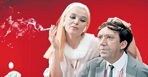 На роль коварной соблазнительницы в фильме «Бриллиантовая рука» режиссёр ГАЙДАЙ сначала прочил не СВЕТЛИЧНУЮ, а ДРОЖЖИНУ