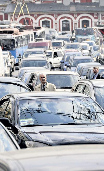Гиганские пробки - одна из главных проблем столицы. Фото Алексея СТЕФАНОВА/«Комсомольская правда»