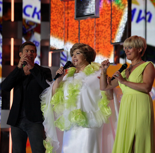 Эдита ПЬЕХА с внуком Стасом и дочкой Илоной