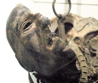 ...немцы мумифицировали его голову и сохранили как артефакт