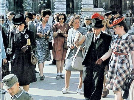 Нельзя сказать, что парижане сильно страдали во время оккупации (фото 1943 г.)
