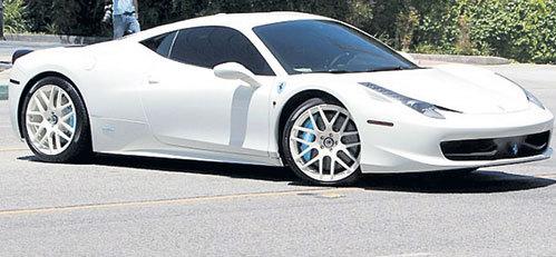 В прошлом году БИБЕР купил белый «Ferrari Italia 458»