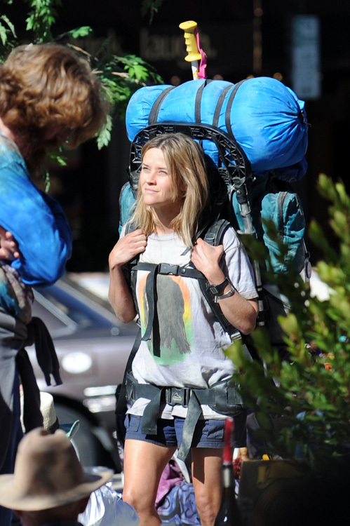 Риз модет быть и такой - папарацци сфотографировали её на съёмках фильма «Wild»