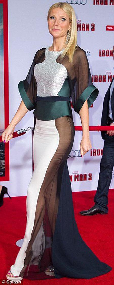 Платье Гвинет ПЭЛТРОУ на премьере =Железного человека= выглядит просто монашеской робой по сравнению с нарядом Джейми