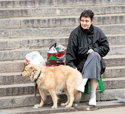 Еще недавно Ольга просила милостыню на ступеньках метро «Фрунзенская» в компании своего пса