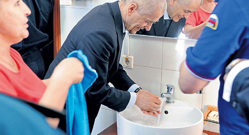 Бывший главсанврач России знает, как защититься от любой заразы. Фото Владимира ВЕЛЕНГУРИНА/«Комсомольская правда»