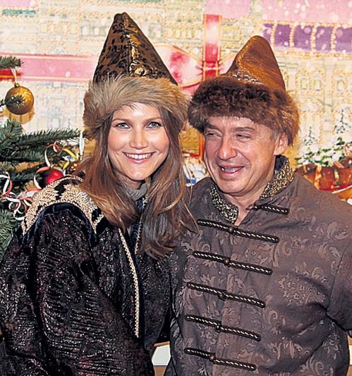 ...и Антон ТАБАКОВ с женой Анжелой - фотографировались на память в исторических костюмах