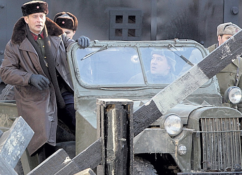 Александр ДОМОГАРОВ сыграл в сериале роль обаятельного капитана НКВД Бережного