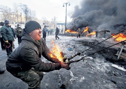 Над столицей Украины глумятся шайки вандалов