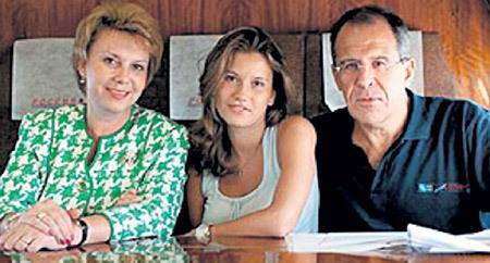 Сергея Викторовича всегда поддерживают жена Мария, дочь Катя... Фото: wedding.am
