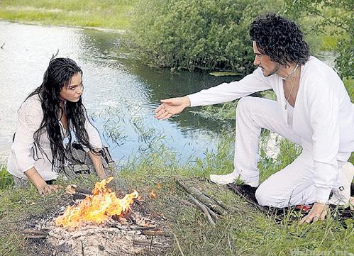 На съёмках мелодрамы «Цыганочка с выходом» КЕОСАЯН познакомилась с будущим мужем