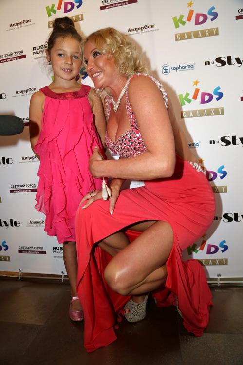 Анастасия ВОЛОЧКОВА с дочкой Ариадной. Фото Бориса КУДРЯВОВА