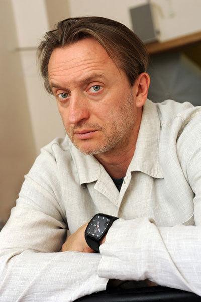 Прекрасному  актеру Александру ЯЦКО хватило чувства юмора не реагировать на истерики ДОМОГАРОВА (Фото: kino-teatr.ru)