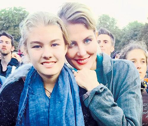 13-летняя Ульяна, рождённая в браке с бизнесменом Леонидом ДОБРОВСКИМ, маму видеть теперь будет чаще. Фото: Instagram.com