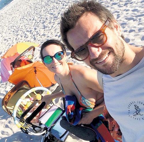 Юлия и Дмитрий в малышках души не чают. Фото: Facebook.com