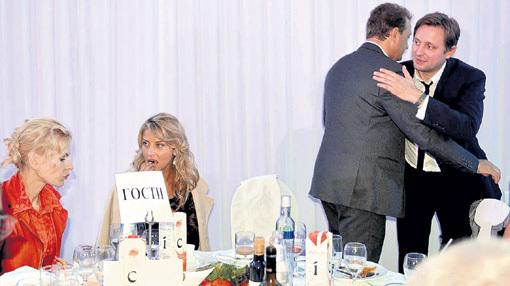 На банкете Московского кинофестиваля КРУЦКО обсуждала женские дела с АРХАРОВОЙ, пока БАШАРОВ принимал поздравления с бракосочетанием от Артёма МИХАЛКОВА