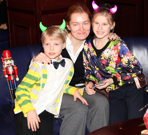 Виктория ТОЛСТОГАНОВА со своими детьми