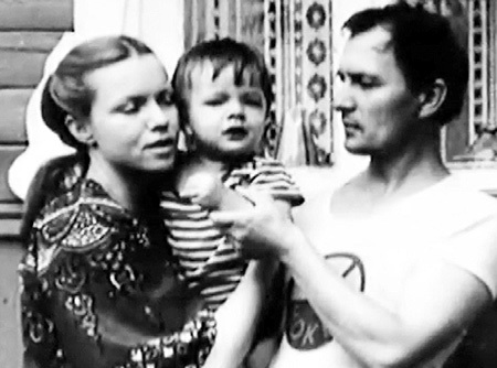 С сыном Ваней и мужем - архитектором Владимиром ГУДКОВЫМ