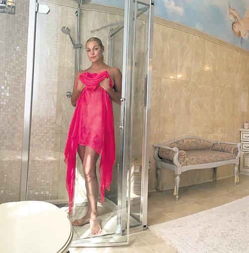 Таких ванных комнат в доме четыре