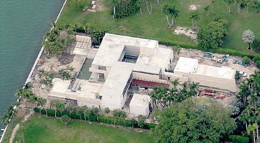 Эту собственность, по данным газеты «Daily Mail», в 2012 году приобрел «таинственный русский» за рекордные $47 млн.