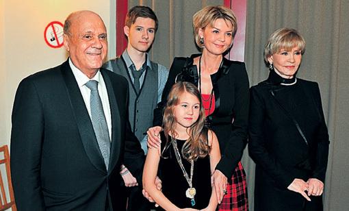 У Андрея ГОРДИНА (второй справа), появившегося на свет в творческой семье, практически не было шанса не продолжить династию. Фото Евгении ГУСЕВОЙ/«Комсомольская правда»