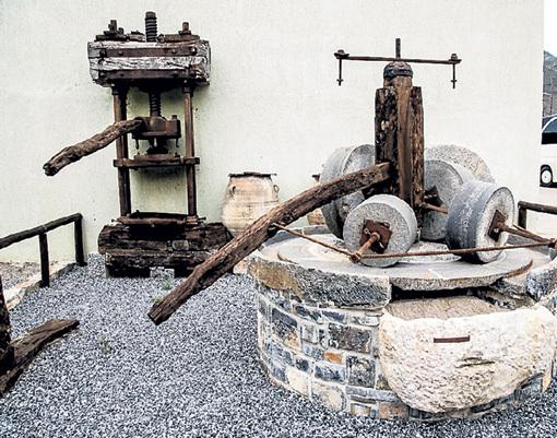 Таким каменным прессом на Кипре в старину давили оливки. Фото: d-stroz.livejournal.com