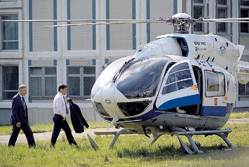 Зная любовь губера к вертолётам... Фото: РИА «Новости»