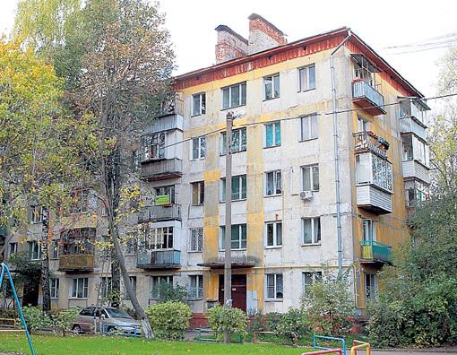 Жители этой неприметной пятиэтажки в городе Королёве гордятся, что на их глазах выросла звезда кино