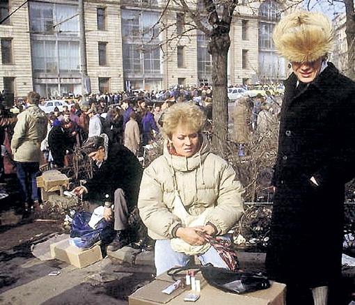 ...а сошки помельче промышляли на «блошиных» рынках близ Кремля и Лубянки. Фото: uwd.ru
