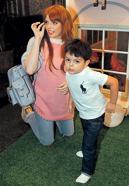 Настя СТОЦКАЯ привела на мероприятие четырёхлетнего Сашу