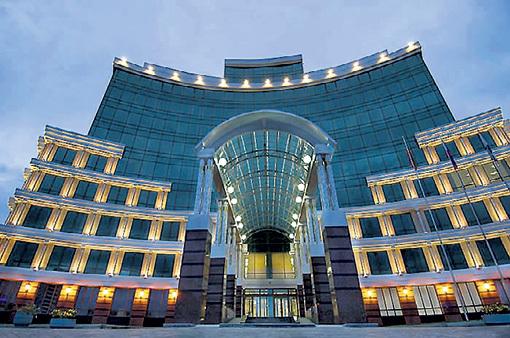На себе не экономят: здания Пенсионного фонда в Казани...