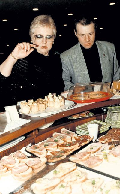 В 1997 году в отношениях с третьим мужем - Александром наступил кризис, они развелись. Но затем вновь расписались. Фото: kino-teatr.ru