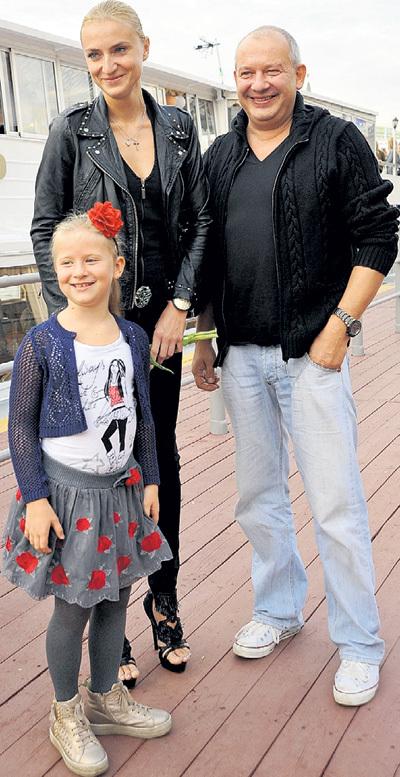 Анфиса МАРЬЯНОВА и её родители - мама Ксения и папа Дима