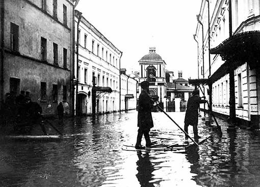 В 1908-м Москва превратилась в Венецию. Фото: Oldmos.ru