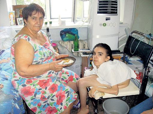 Такой мы снимали Яну и её бабушку три года назад в больнице