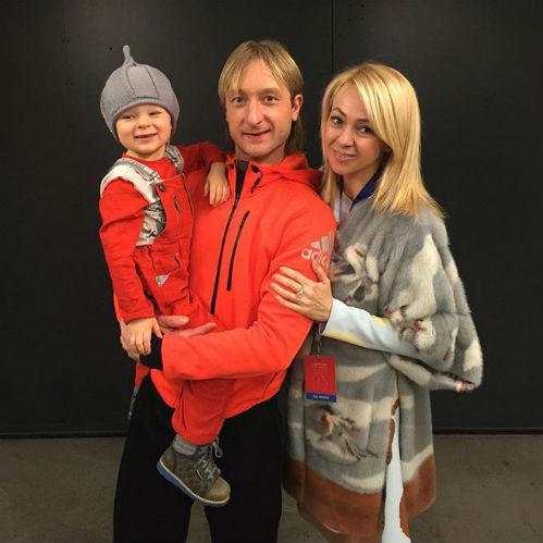 Евгений ПЛЮЩЕНКО и Яна РУДКОВСКАЯ с сыном (Фото: instagram.com)