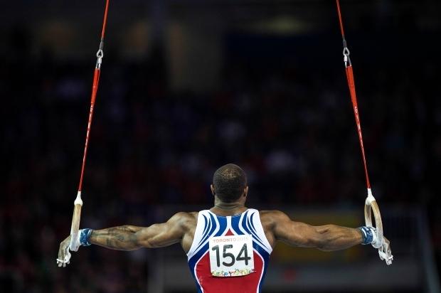 Посмотрите на фотографии лучших спортивных гимнастов мира — таким телам  даже многие бодибилдеры позавидуют. Спортивная гимнастика отличается  большим ... 585890936b4