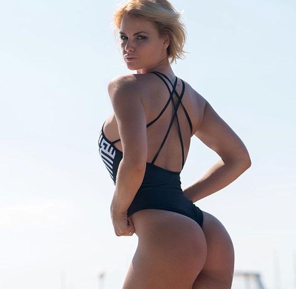 Фитоняшка Анна Стародубцева продолжает будоражить нас новыми купальниками! Да мы и не против… instagram.com/anyastar
