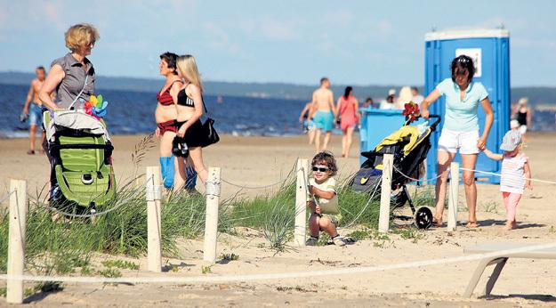 На пляже сын ПУГАЧЁВОЙ и ГАЛКИНА покачался на верёвочном ограждении, представляя, что он скачет на лошадке