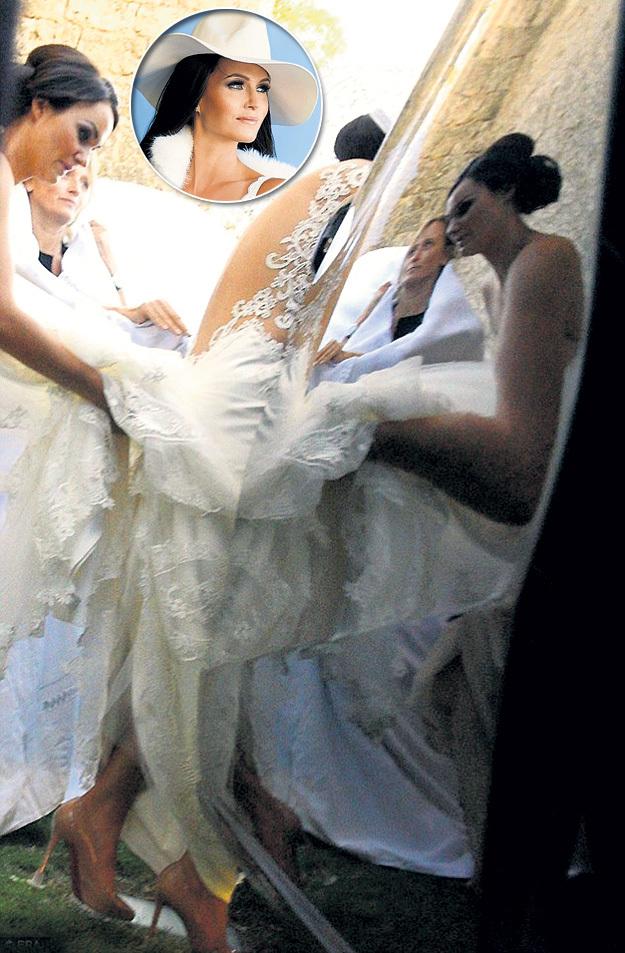 Платье от итальянского модельера Regina Schrecker обошлось в 4 тысячи евро