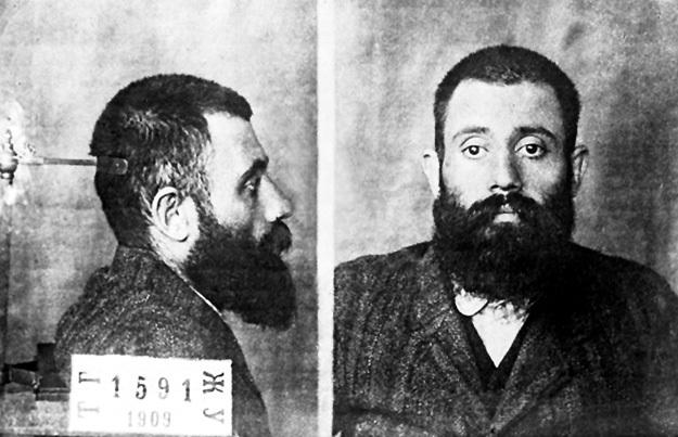 Таким в конце 1909-го легендарный большевик КАМО был доставлен в Тифлисскую психбольницу после ареста в Берлине. В Германии он два года выдерживал медицинские пытки, симулируя полную нечувствительность к боли и сумасшествие