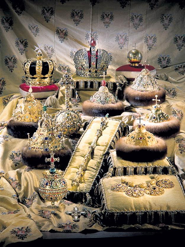 Большевики спасли драгоценности Дома РОМАНОВЫХ от вывоза за рубеж, а коммунисты сохранили их в Алмазном фонде как историческое наследие всех граждан России