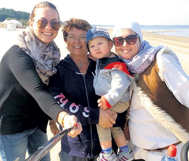 Во время ремиссии ФРИСКЕ (справа) проводила время в Юрмале с сестрой Наташей, мамой Ольгой Владимировной и сыном Платоном. Фото: Instagram.com