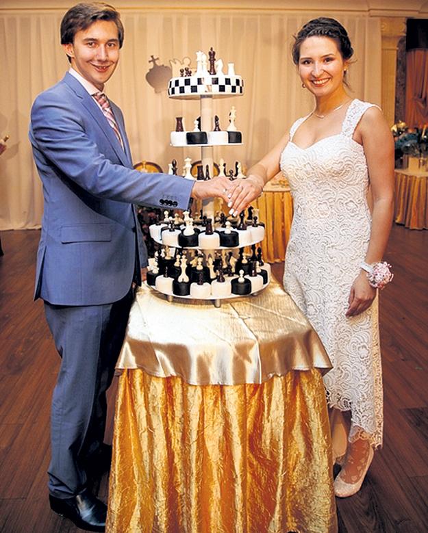 Сергей и его жена Галия иногда едят шахматные фигуры на десерт. Фото с сайта chess-news.ru