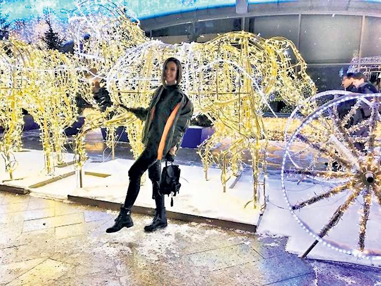 Ольга БУЗОВА остановила на скаку праздничных коней. Фото: Соцсети